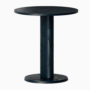 Tavolo Galta in quercia nera con gamba centrale di Kann Design