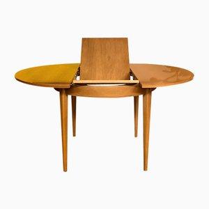 Skandinavischer Tisch