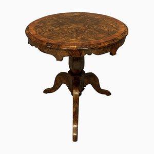 Mesa auxiliar inglesa de madera nudosa de nogal, siglo XIX