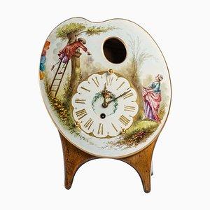 Porzellan Uhr auf Holzsockel