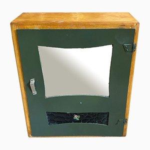 Medizinschrank mit grün lackiertem Glas