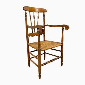 Antiker Armlehnstuhl aus Eiche & Ulmenholz mit Sitz aus Schilfrohrgeflecht