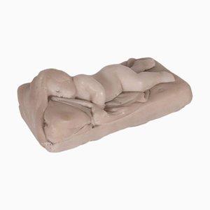 Putto dormiente in marmo bianco