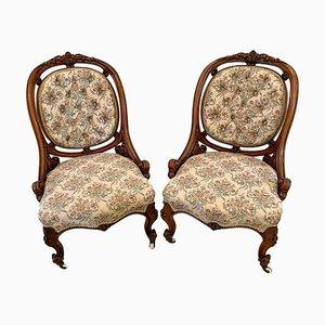 Antike viktorianische Stühle aus geschnitztem Nussholz, 2er Set