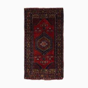 Dunkelroter Teppich mit Rand und Medaillon
