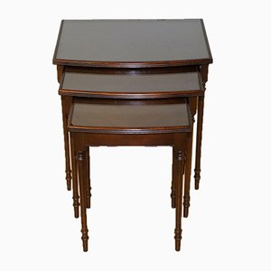 Tavolini ad incastro vintage in legno massiccio con ripiano in vetro e gambe in legno di canna, set di 3