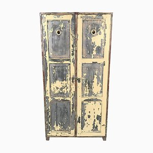 Armadio vintage industriale in legno con vernice originale, anni '30