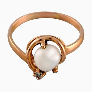 Swedish Ring in 18 Carat Gold with Cultured Pearl, 1930s or 1940s
