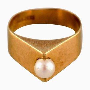 Schwedischer Modernistischer Ring aus 18 Karat Gold mit Zuchtperle