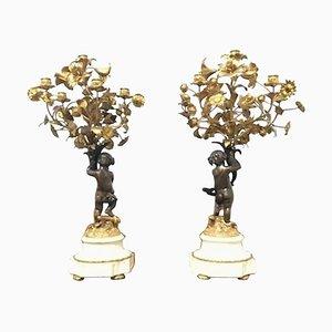 Französische Putti Kerzenständer aus gegossener Bronze, 19. Jh., 2er Set