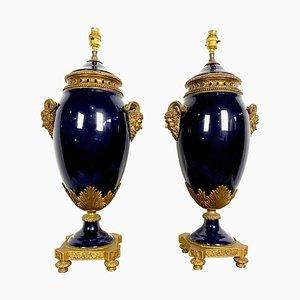 Blaue französische Sèvres Porzellanlampen im Louis XVI-Stil, 20. Jh., 2er Set