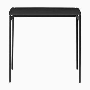 Kleiner schwarzer minimalistischer Tisch