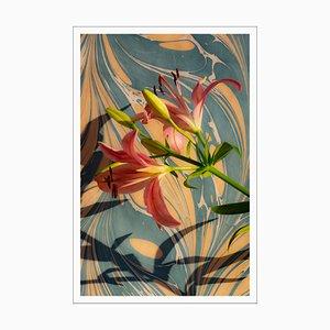 Rosa Lilien auf Marmor wirbelt, Stillleben, Giclée Druck, 2021