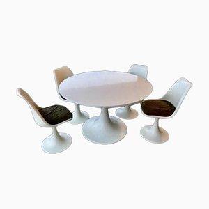 Tisch mit 4 Stühlen / Ottomane von Eero Saarinen, 5er Set