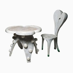 Schweizer Alice Tisch & Stuhl aus geschnitztem Holz von Yves Boucard, 2er Set