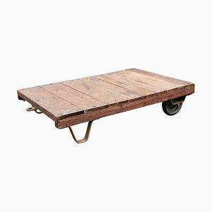 Industrieller Vintage Rollwagen oder Couchtisch aus Holz, 1950er
