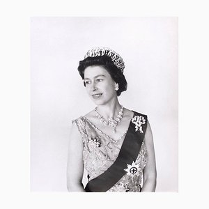 Queen Elizabeth II, Victoria & Albert Museum London Edition Limitée, 1968
