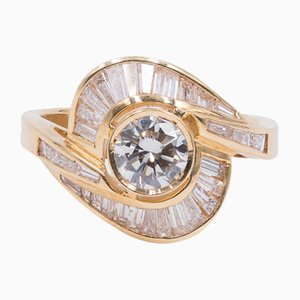 Vintage 18 Karat Gelbgold Ring mit Zentralem Diamanten und Baguette in Outline, 1970er