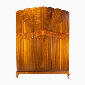 Großer englischer Art Deco Kleiderschrank aus Nussholz, 1930er