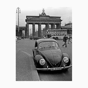 Porte de Brandebourg avec la Coccinelle Volkswagen, Allemagne, 1939