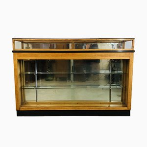 Shop Counter with Mirrored Glass