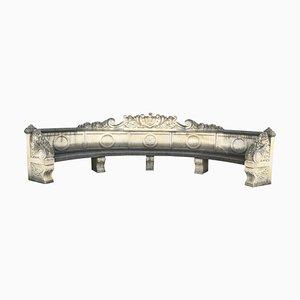 Banco italiano semicircular de piedra caliza finamente tallada