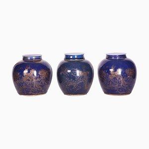 Chinesische Ingwergläser aus blau glasiertem & vergoldetem Porzellan, spätes 18. Jh., 3er Set