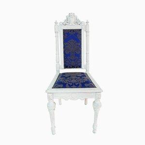 Antiker weißer barocker Stuhl mit Holzportal, 1890er