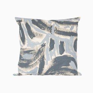 Cojín para el suelo pintado en dos tonos de gris de Naomi Clark para Fort Makers