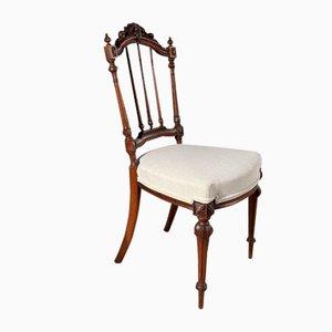 Antiker französischer Stuhl aus geschnitztem Nussholz, 1860er