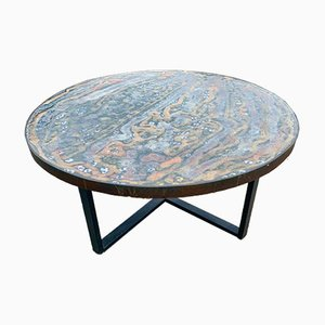 Mesa de cerámica hecha a mano.