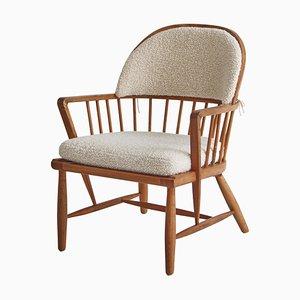 Skandinavischer moderner Windsor Stuhl aus patinierter Esche und weißem Boucle