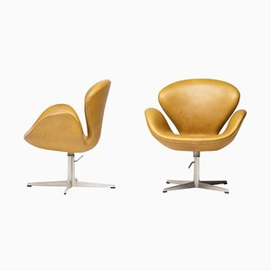 Leather Swan Chair by Arne Jacobsen, 1971