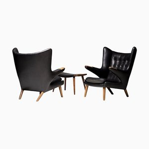 Schwarze Papa Bear Chairs aus Leder mit Fußhocker von Hans Wegner für AP Stolen, 3er Set