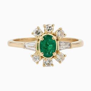 Moderner Ring aus 18 Karat Gelbgold mit Smaragd und Diamanten