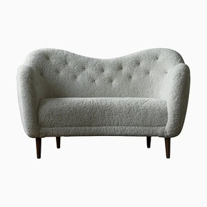 46 Sofa aus Holz und Schafsfell von Finn Juhl