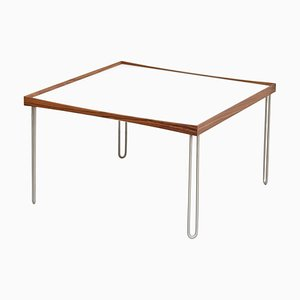 Walnuss Tisch mit schwarz-weißem Tablett von Finn Juhl
