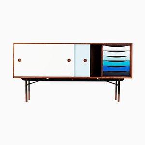 Sideboard aus Holz mit kalten Farben von Finn Juhl