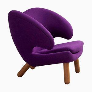 Pelican Stuhl mit violettem Divina Stoff und Holz von Finn Juhl