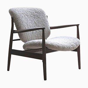 France Stuhl aus Holz und Schafsfell von Finn Juhl