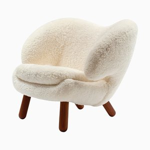 Silla Pelican Skandilock Sheep en blanco lana y madera de Finn Juhl