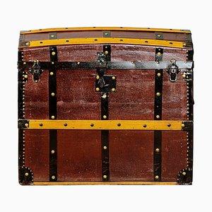 Baúl antiguo de madera y hierro