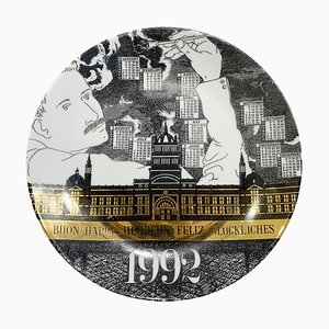 Assiette Calendrier en Porcelaine pour l'Année 1992 par Piero Fornasetti