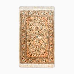 Floraler Hereke Teppich aus reiner Seide mit Medaillon und Bordüre