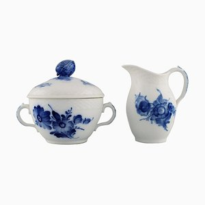 Zuccheriera intrecciata con fiori blu e brocca di Royal Copenhagen, anni '60, set di 2