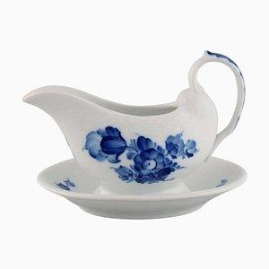 Salsiera con fiori intrecciati blu su supporto fisso di Royal Copenhagen
