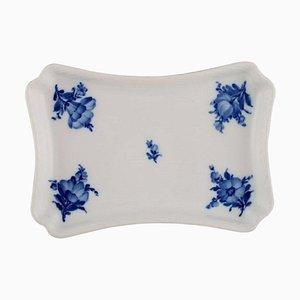 Blaues Blumengeflecht Modell Nummer 10/8181 Tablett von Royal Copenhagen, 1945