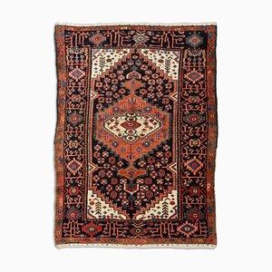 Geometrischer Teppich mit Rand und Medaillon
