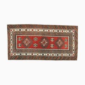 Kleiner türkischer handgefertigter Oushak Wollteppich in Rot