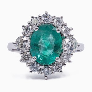 18K White Gold Daisy Ring with Central Emerald and Side Diamonds